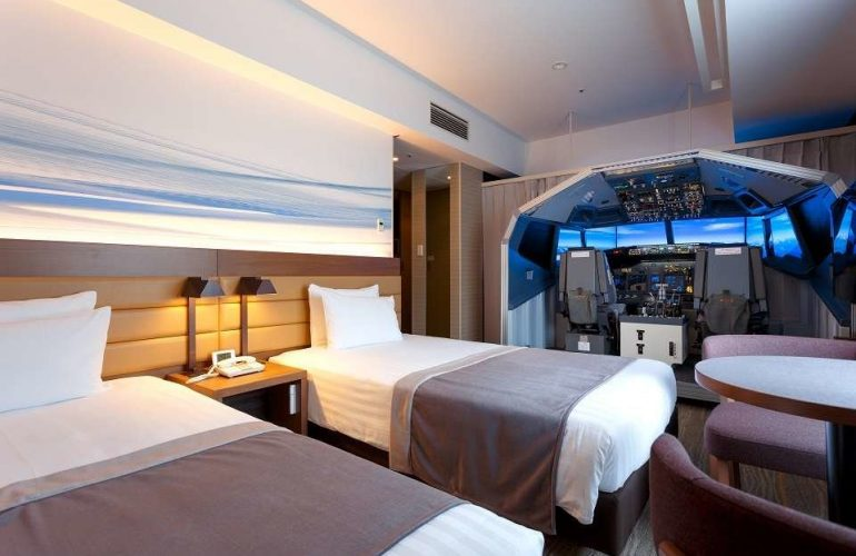"""Tokyo Hotel Now Offers """"Superior Cockpit Room"""" with Full Sized Flight Simulator"""